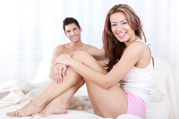 woman-in-bed-with-her-boyfriend